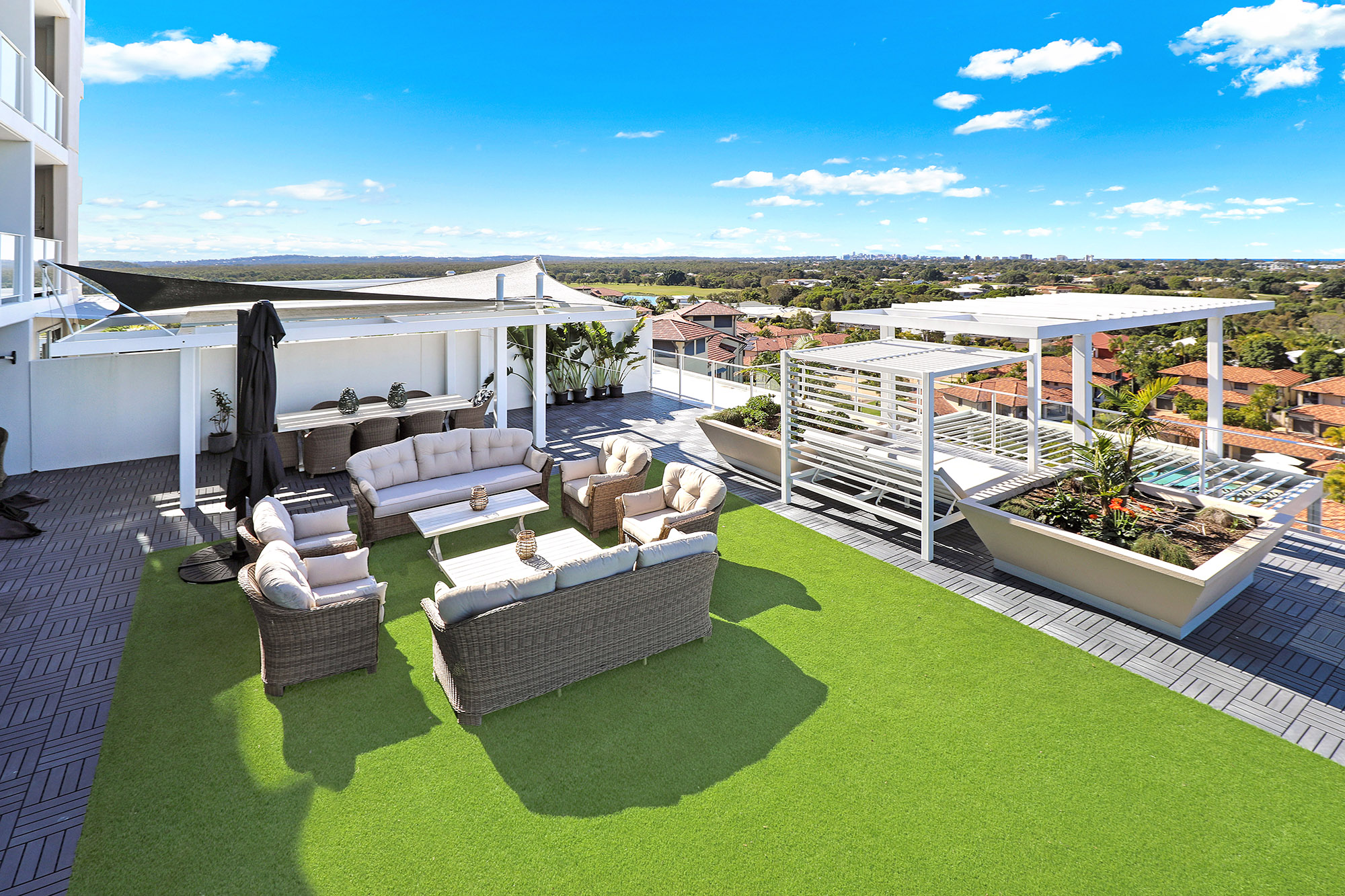 3 Bed Sub-Penthouse Deck